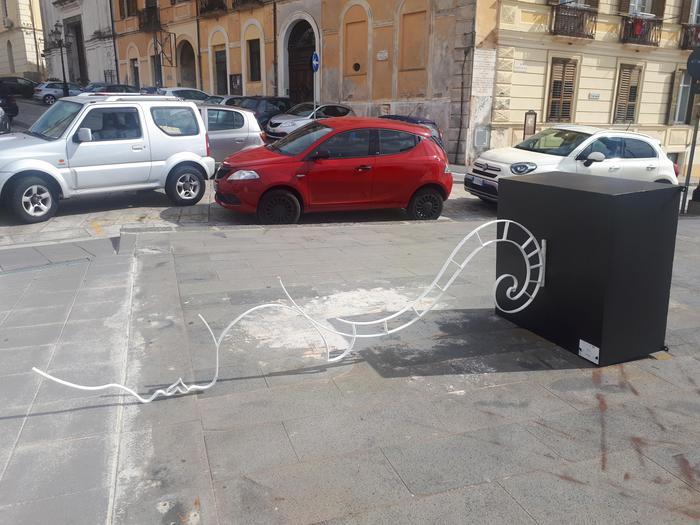 """Catanzaro. Gettata a terra scultura la """"Donna"""" di Nuccio Loreti"""