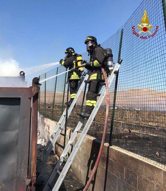 Cutro (KR). In fiamme container di una ditta produttrice di pannelli isolanti