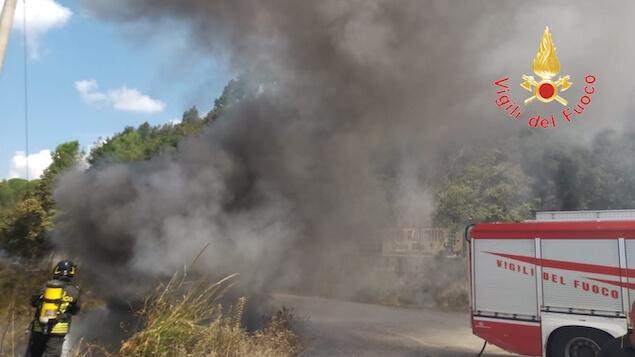 Pianopoli (CZ). Incendio rifiuti tossici in Località Calderaio
