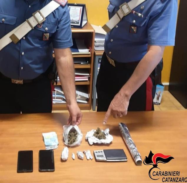 Contrasto allo spaccio di stupefacenti: 2 arresti a Catanzaro