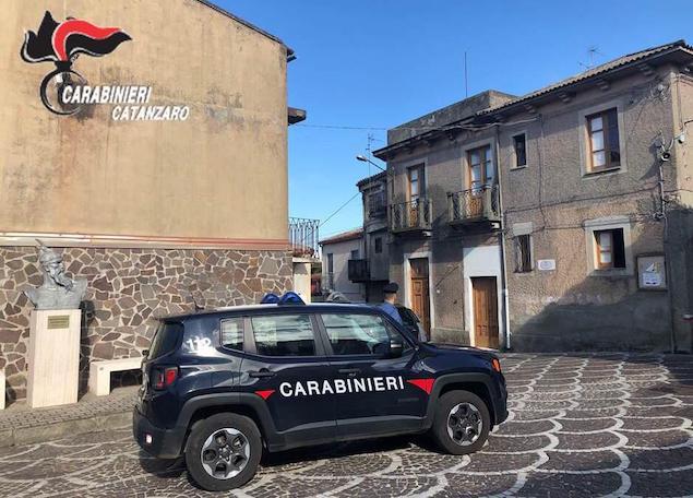 Una ragazza arrestata ed un'altra denunciata per droga a Caraffa e Girifalco