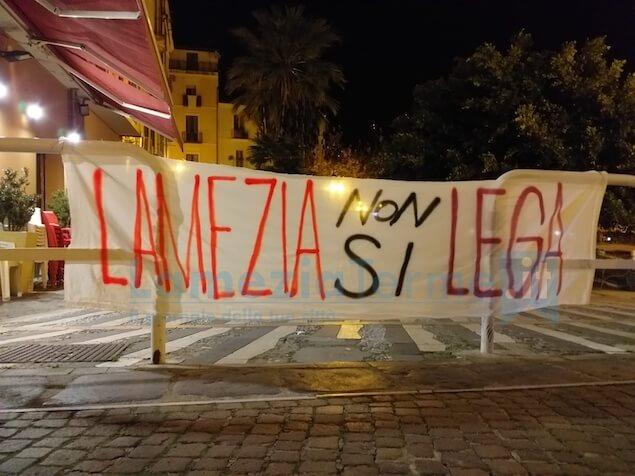 Lamezia non si lega: iniziata la manifestazione contro Salvini