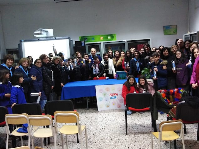 Il MASCI Lamezia 2 dona borracce agli alunni dell'I.C. Borrello-Fiorentino