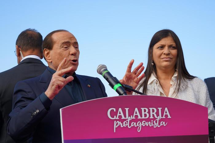 Berlusconi, se sconfitta sinistra dovrebbe dimettersi