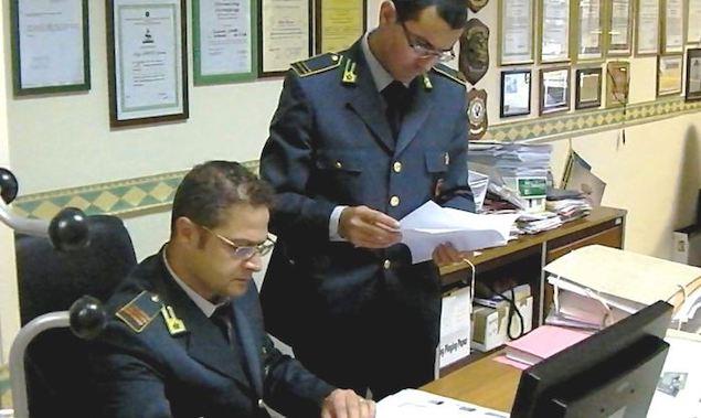 Due militari della Guardia di Finanza di Lamezia Terme