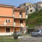 Lamezia. Il massmediologo Klaus Davi scova la villa del boss Vincenzo Iannazzo