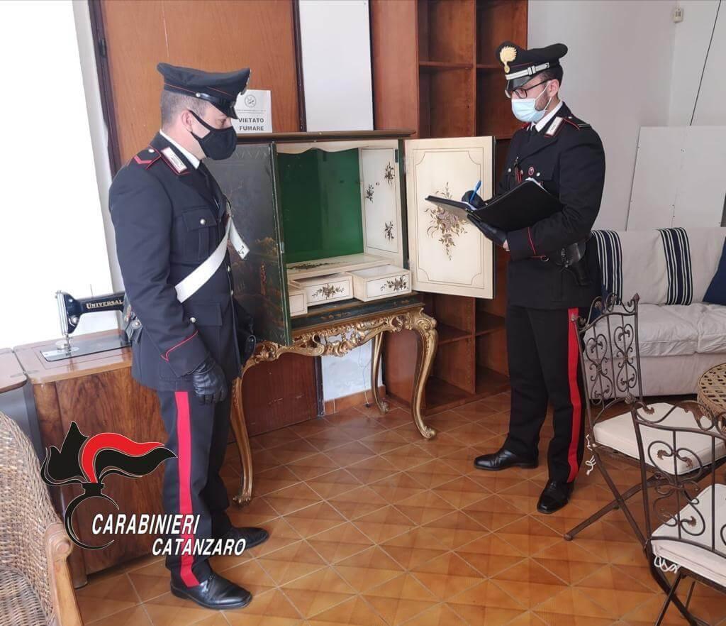 Stalettì (CZ). Carabinieri recuperano mobili sottratti in 3 appartamenti