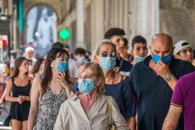 coronavirus mascherine passeggio