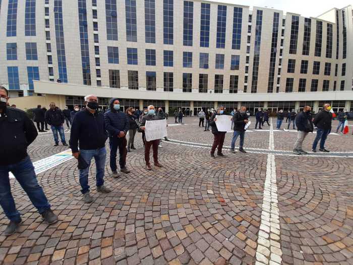 Covid: ambulanti davanti Regione Calabria, pazienza finita