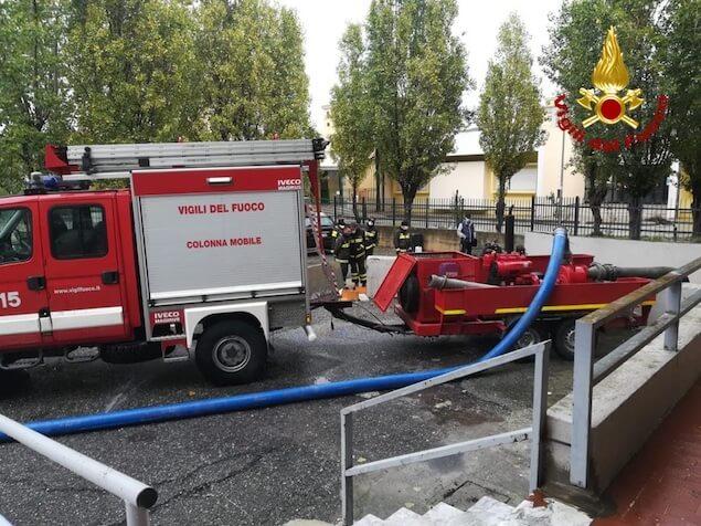 Maltempo a Crotone, proseguono i soccorsi dei vigili del fuoco
