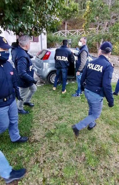 Terrorismo: auto addestramento per eseguire attentati, arrestato