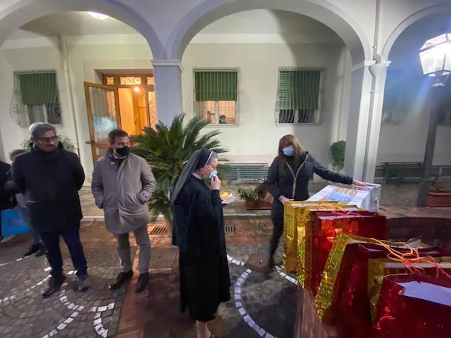 """Adoc Calabria consegna oltre 160 """"buste piene di felicità"""""""
