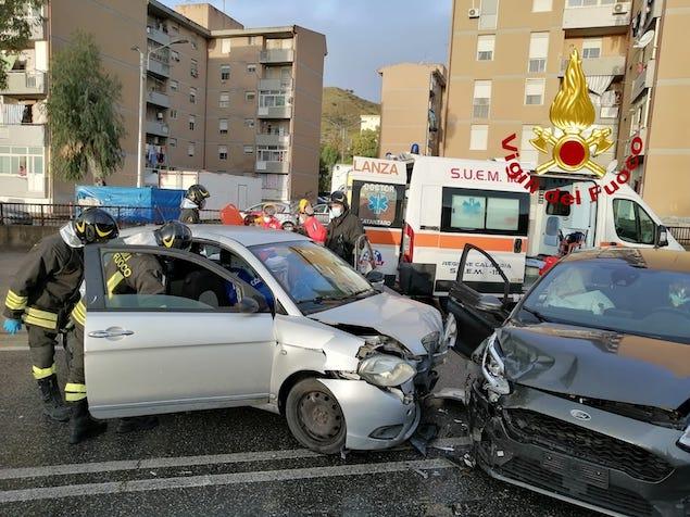 Catanzaro. Incidente stradale in viale Isonzo, tre feriti