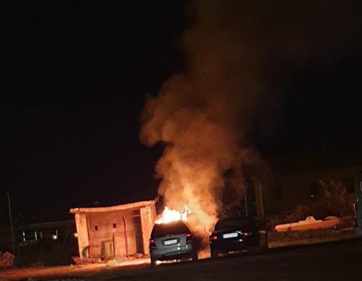 In fiamme due automobili a Cassano allo Ionio, ipotesi dolo
