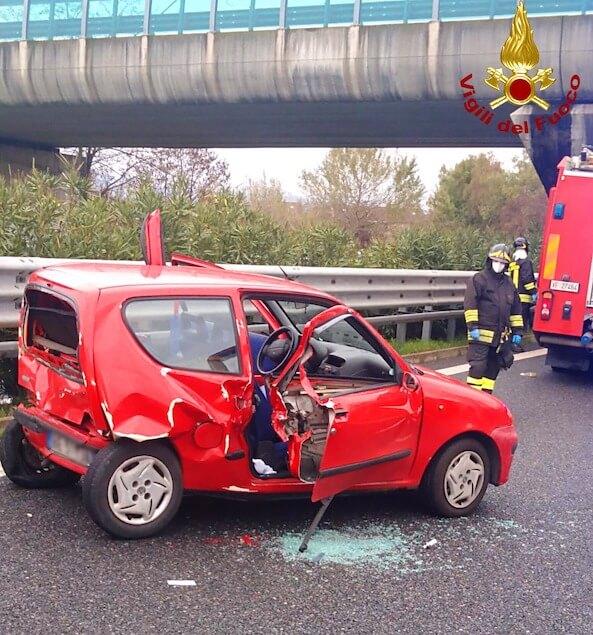 Incidente stradale sulla A2 all'uscita di Cosenza nord, un ferito