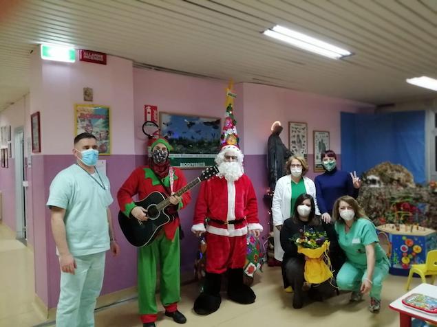 "Lamezia. L'associazione ""Le belle arti"" fa festa in pediatria"