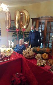 Lamezia. La nonna Angela Mancuso ha festeggiato 100 anni