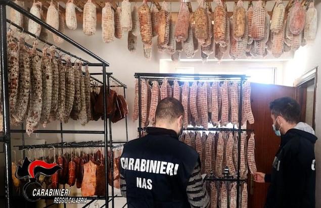 Salumificio in casa, Nas sequestra 600 chili di carne