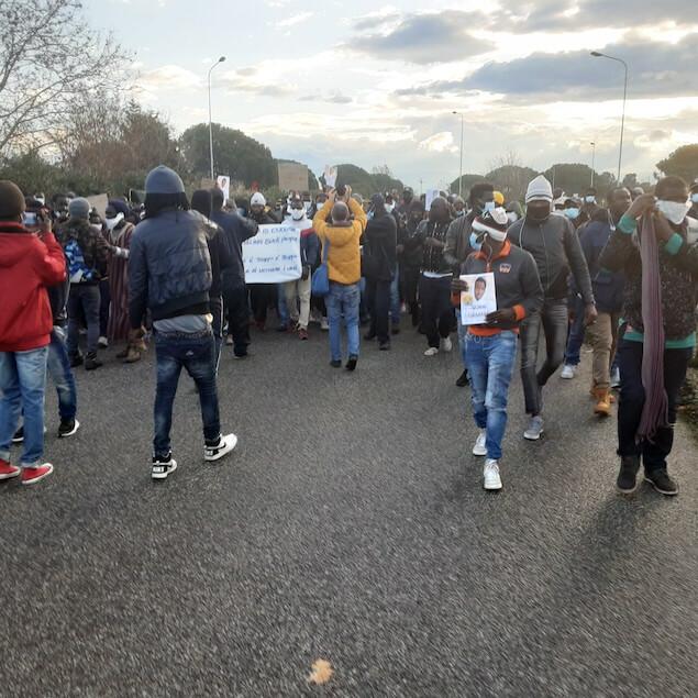 San Ferdinando (RC). Migranti: sciopero e corteo braccianti