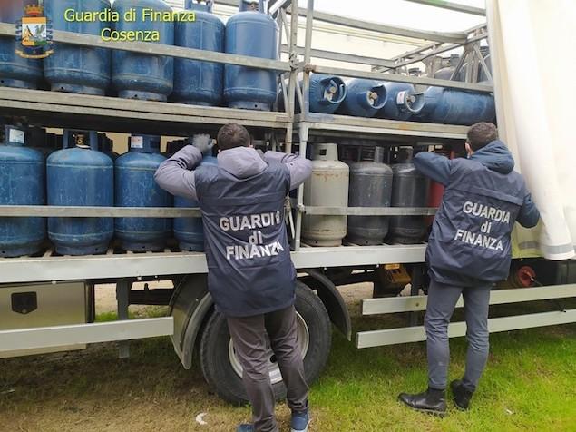 Truffe: sequestrati 7000 chili di gpl e 2000 bombole