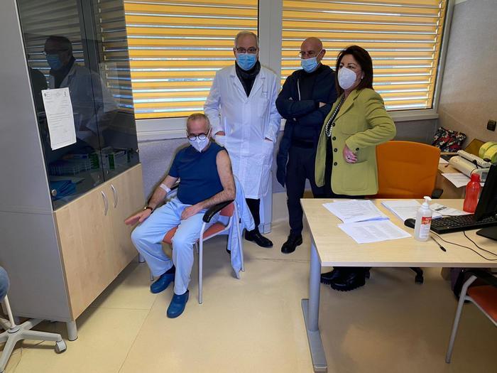 Vax Day: primo vaccinato a Catanzaro è un infermiere