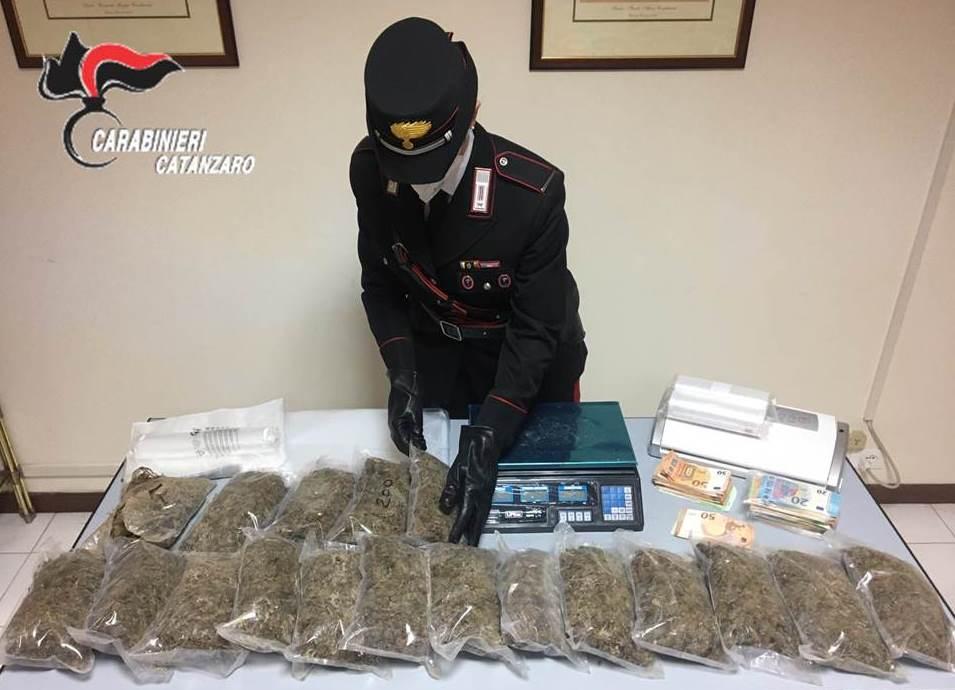 Lamezia. 53enne in possesso di 3,9kg di marijuana, arrestato