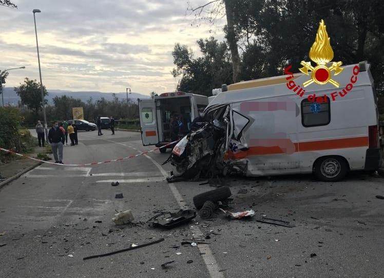 Lamezia. Incidente stradale su via Gioacchino Murat, tre feriti
