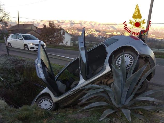 Perde controllo auto nel Cosentino, ferito trasportato in ospedale