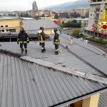Rende (CS). In fiamme tetto edificio, nessun danno alle persone