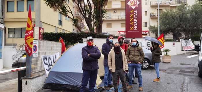 Sant'Anna Hospital: sit-in sindacato Usb, eccellenza non deve chiudere