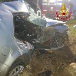 Tiriolo (CZ). Auto perde controllo e impatta contro albero, un ferito