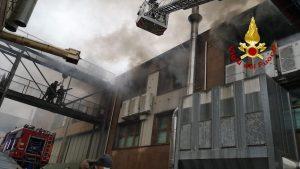 Paola (CS). Incendio in un magazzino in loc. Gaudimare, nessun ferito