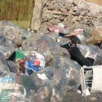 Cumuli di immondizia nel porto di Vibo