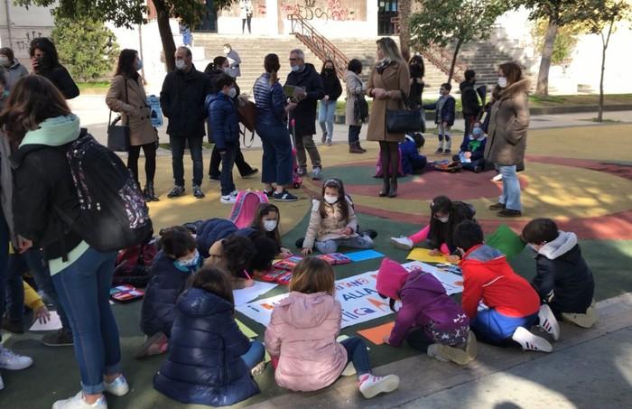 Covid: scuole chiuse in Calabria, protesta a Cosenza