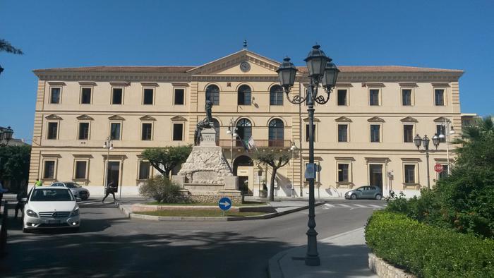 Il Municipio di Locri