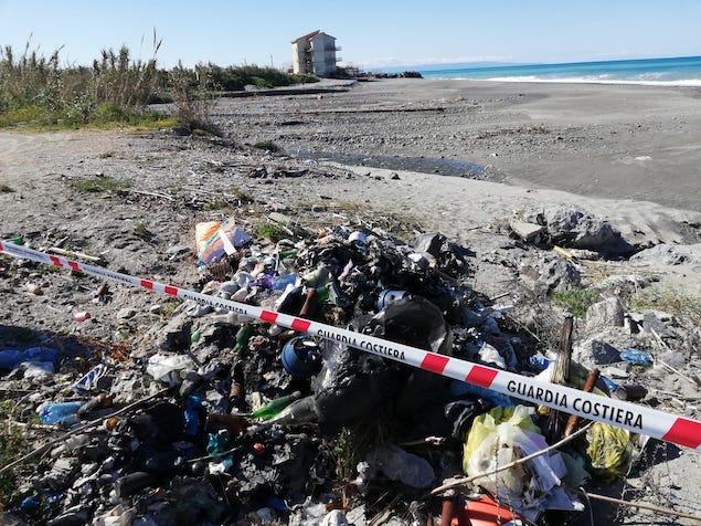Amantea: sequestrata discarica abusiva nei pressi della foce fiume Oliva
