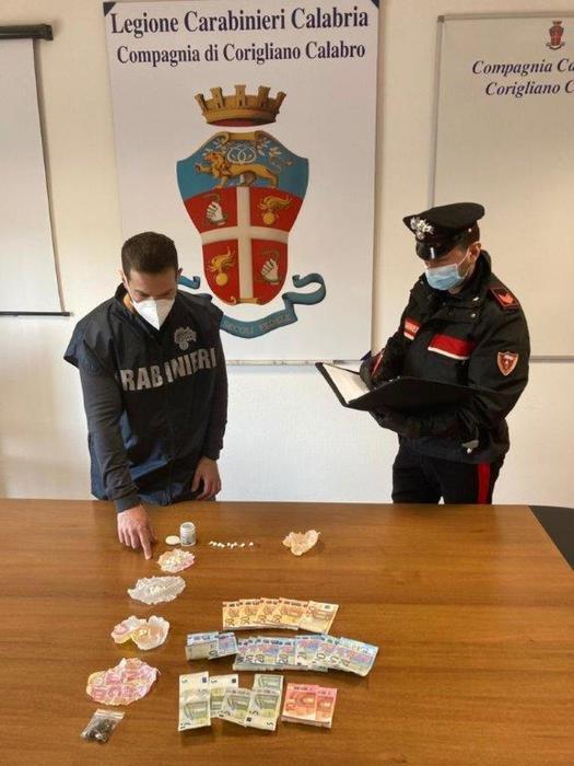 Droga: cocaina e marijuana in casa, arrestato 54enne