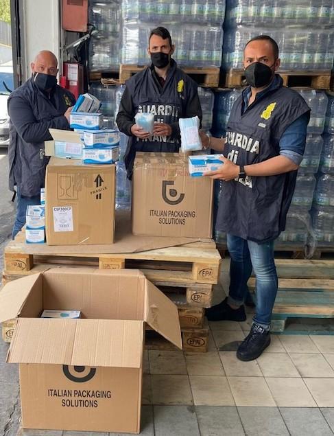 Covid: sequestrate oltre 8.000 mascherine non a norma