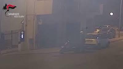 'Ndrangheta: gli incendiano negozio perché non vuole venderlo