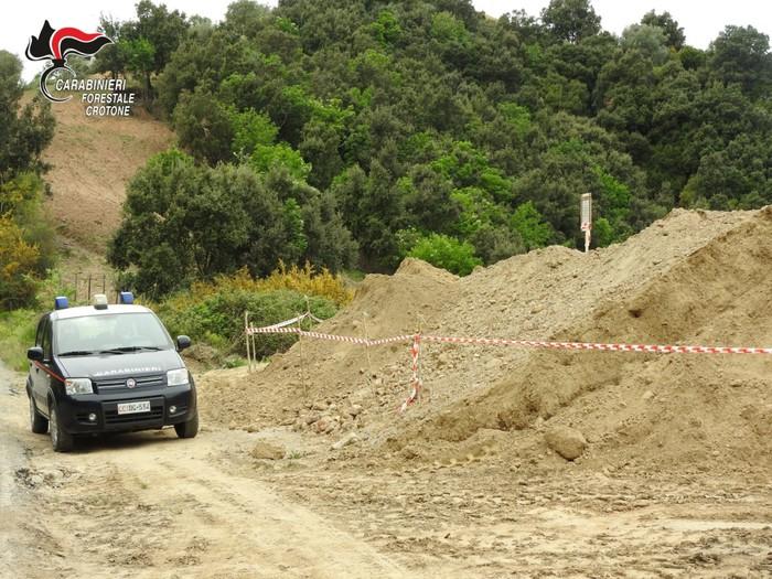 Sequestrata area con terre scavo abbancate abusivamente
