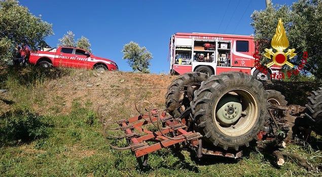Tragedia a Lamezia: uomo muore schiacciato dal trattore