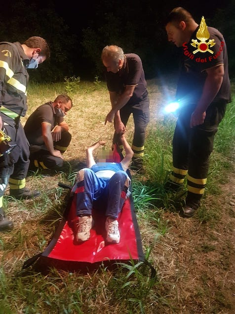 Si allontana da casa, 80enne ritrovata in un dirupo