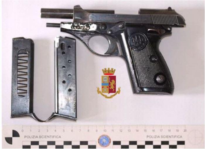 In auto con pistola con matricola abrasa, tre arresti