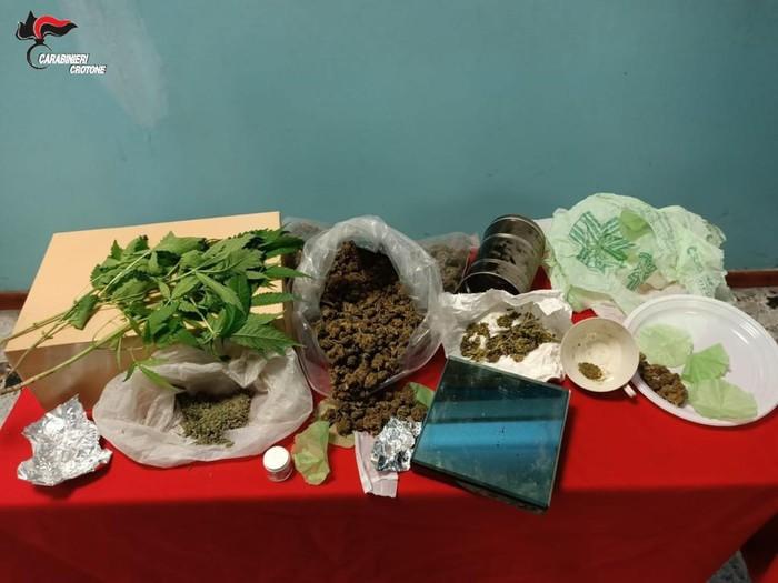 Droga: nascondeva in cucina 300 gr di marijuana, arrestato