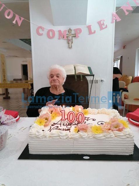 Lamezia festeggia i 100 anni di nonna Eugenia