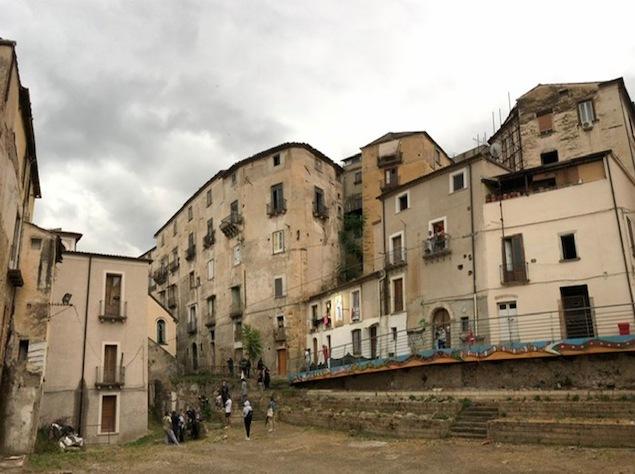 Nuovo crollo in città vecchia Cosenza, cede solaio