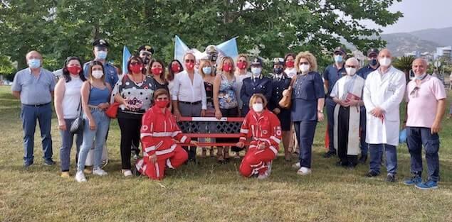"""Associazione """"PER TE"""" dona una panchina rossa all'ospedale di Lamezia"""