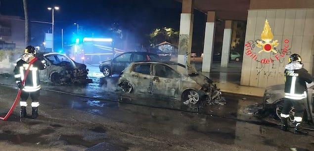 Catanzaro. Incendio nella notte, in fiamme 4 autovetture