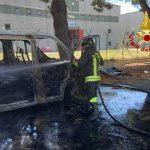 Lamezia. In fiamme minibus, intervento dei vigili del fuoco