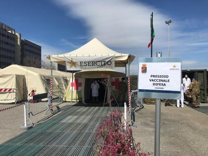 Vaccini: chiude centro allestito dall'Esercito a Cosenza